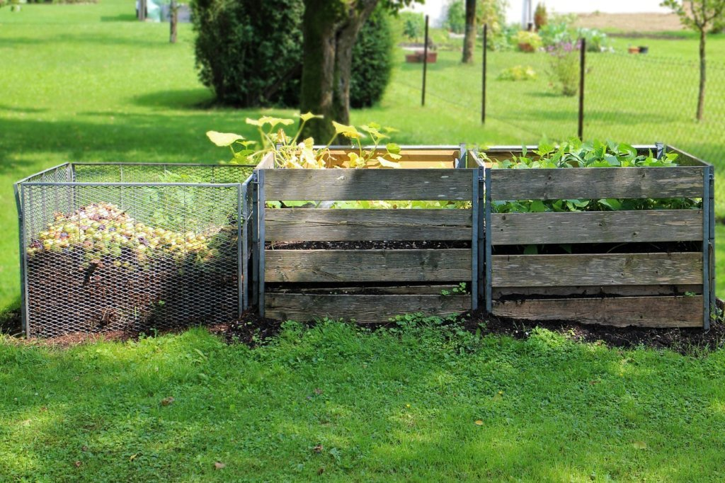 Wooden and Wire Compost Structure Ideas