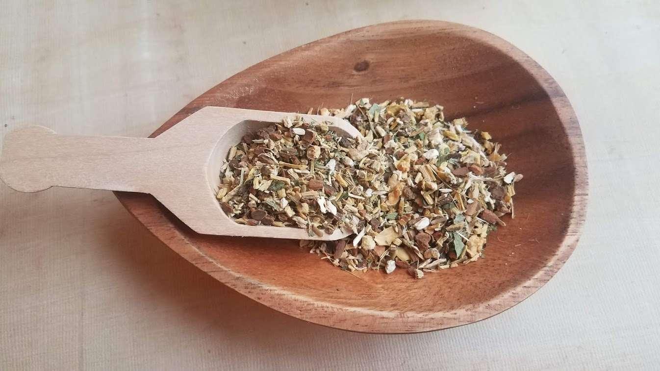 Homemade Herbal Tea for Sore Throats